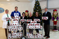 2015-1222 NY Giants Shaun O'Hara visits JMS Children's Hospital with Hess Toy Trucks